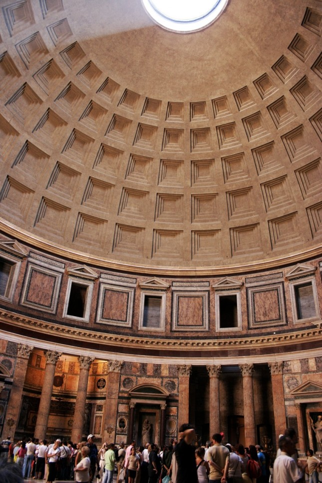 The hemispherical dome is topped by an oculus and flanked by 5 rows of coffers. Raphael's tomb is in the center at ground level.