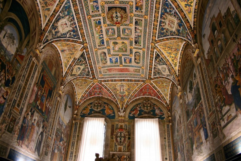 The frescoes and artwork in the Piccolomini Library