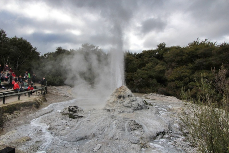 Lady Knox Geyser needs a helping hand to keep time