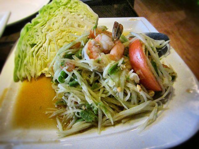 Papaya salad (som tam)