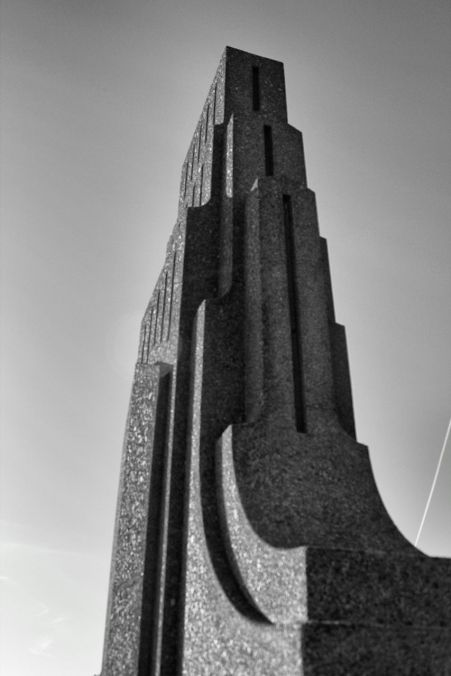Art deco obelisk