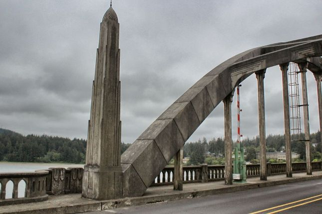 Art deco obelisk and Gothic pointed arches in Siuslaw River Bridge's balustrade