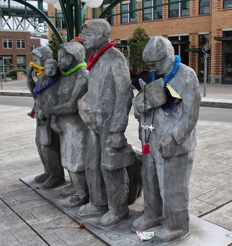 Waiting for the Interurban sculpture