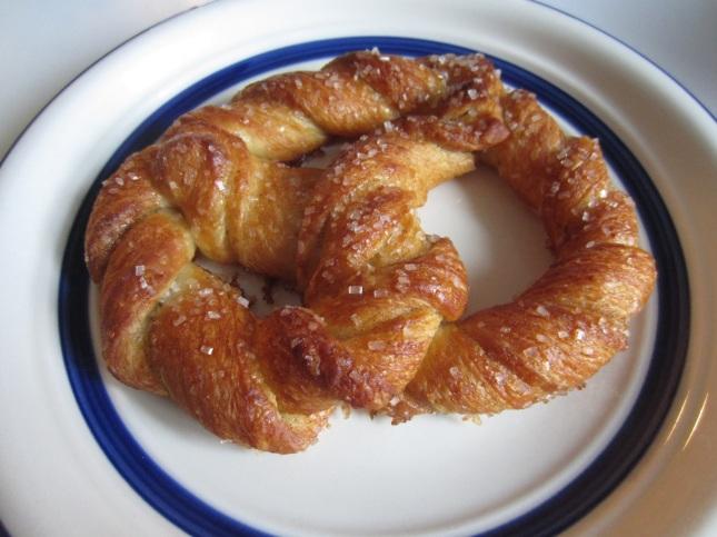 Cardamom pretzel