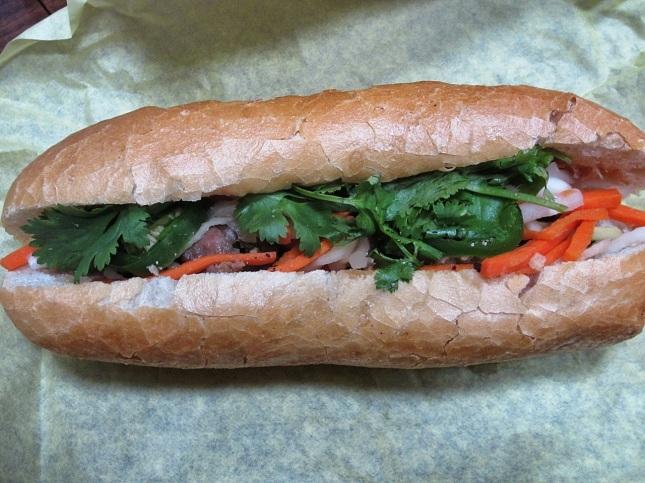 Grilled pork bành mì