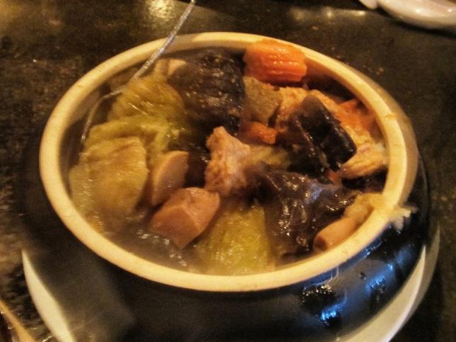 La Vang pot rice (Cơm kho thố La Vang)