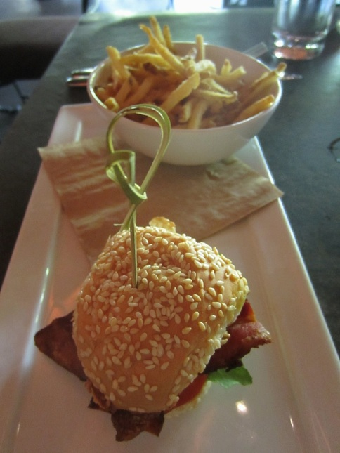 BLTA with shoestring potatoes