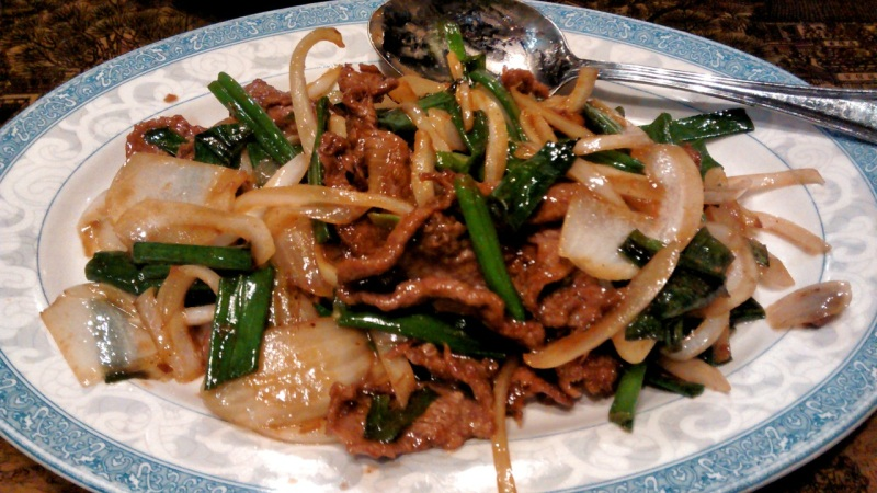 Tender Beef Pan-Fried with Scallion in Brown Sauce