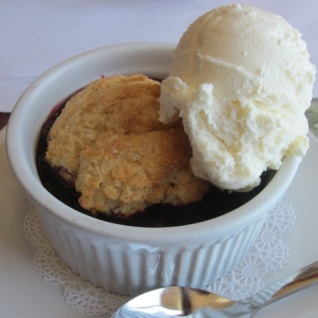 Marionberry cobbler a la mode