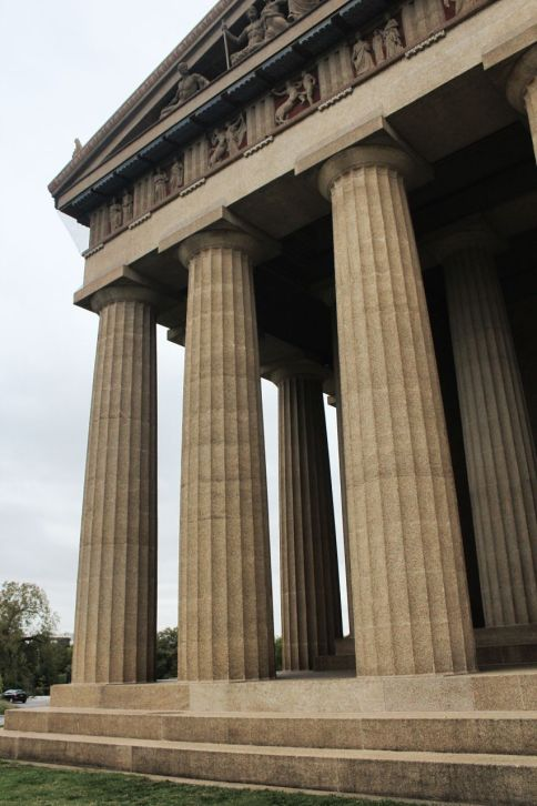 Doric columns with enstatic curvature.