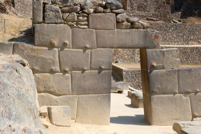 Uran Pacha gateway, Ukun Pacha fill-in above, Ollantaytambo
