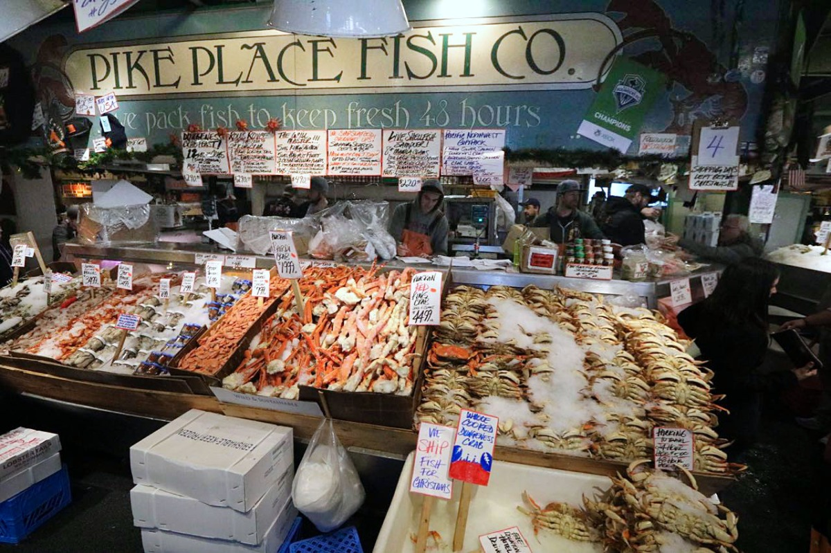 Wide eyed at seattle s pike place market zoomeboshi for Pike s fish market